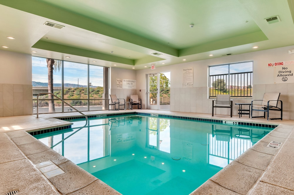 Pool, Holiday Inn Express & Suites, Lake Elsinore