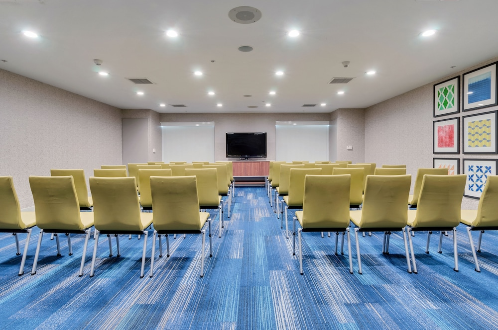 Meeting Facility, Holiday Inn Express & Suites, Lake Elsinore