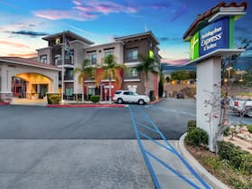 Holiday Inn Express & Suites, Lake Elsinore, an IHG Hotel
