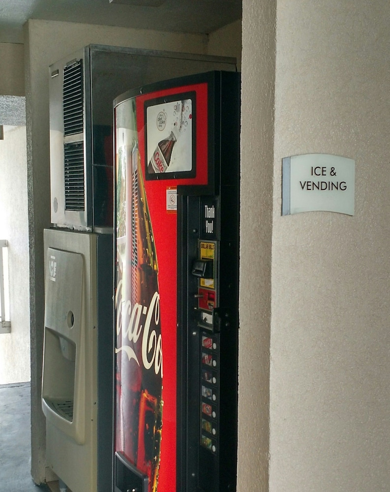 Vending Machine, Econo Lodge Thomasville