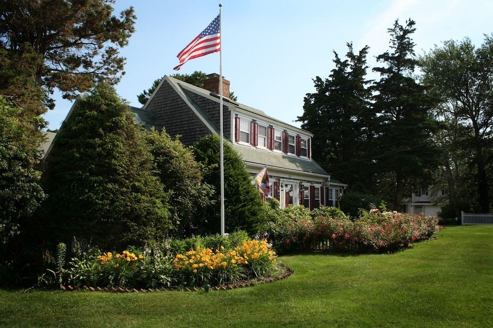 Exterior, Allen Harbor Breeze Inn & Gardens