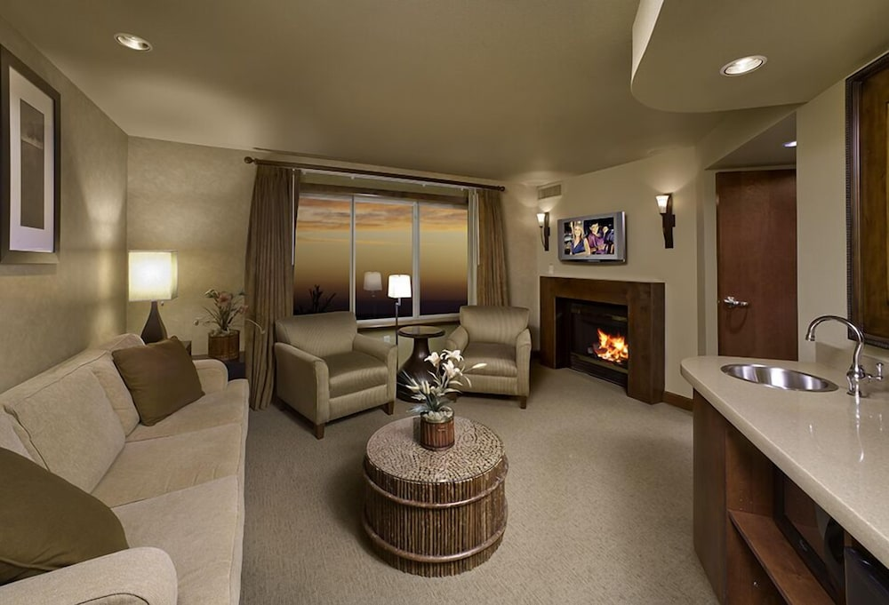 Living Area, Lodge At Feather Falls Casino