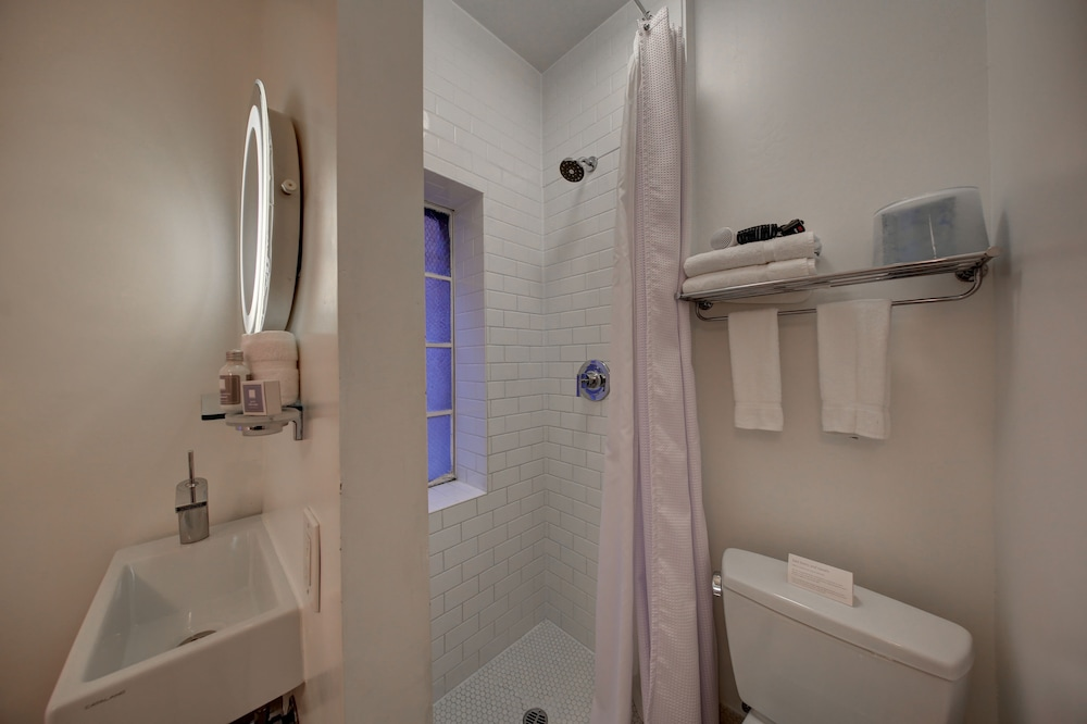 Bathroom, The Varden-A Boutique Hotel