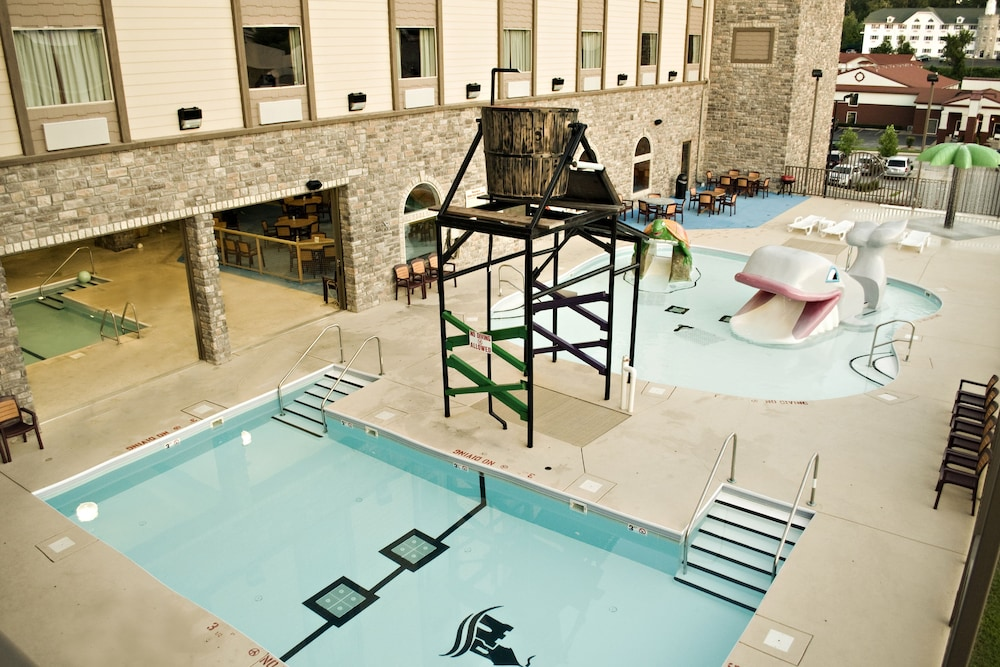 Outdoor Pool, Castle Rock Resort & Waterpark