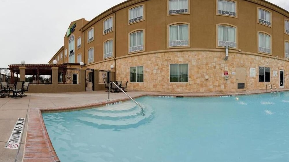 Outdoor Pool, Holiday Inn Express & Suites Glen Rose