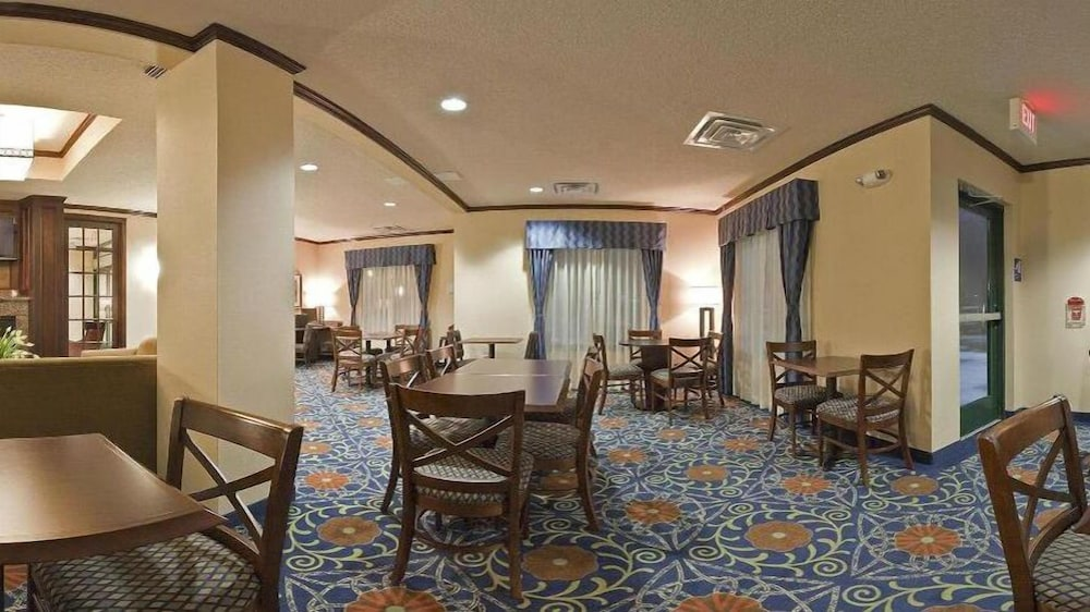 Breakfast Area, Holiday Inn Express Hotel & Suites Detroit-Novi