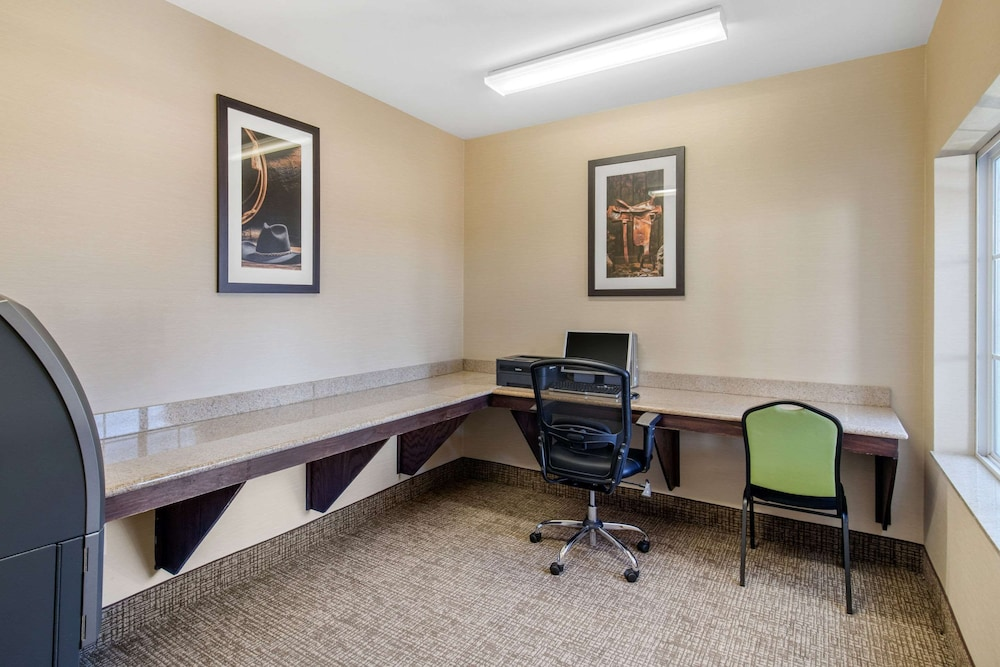 Business Center, Comfort Inn & Suites Cedar Hill Duncanville