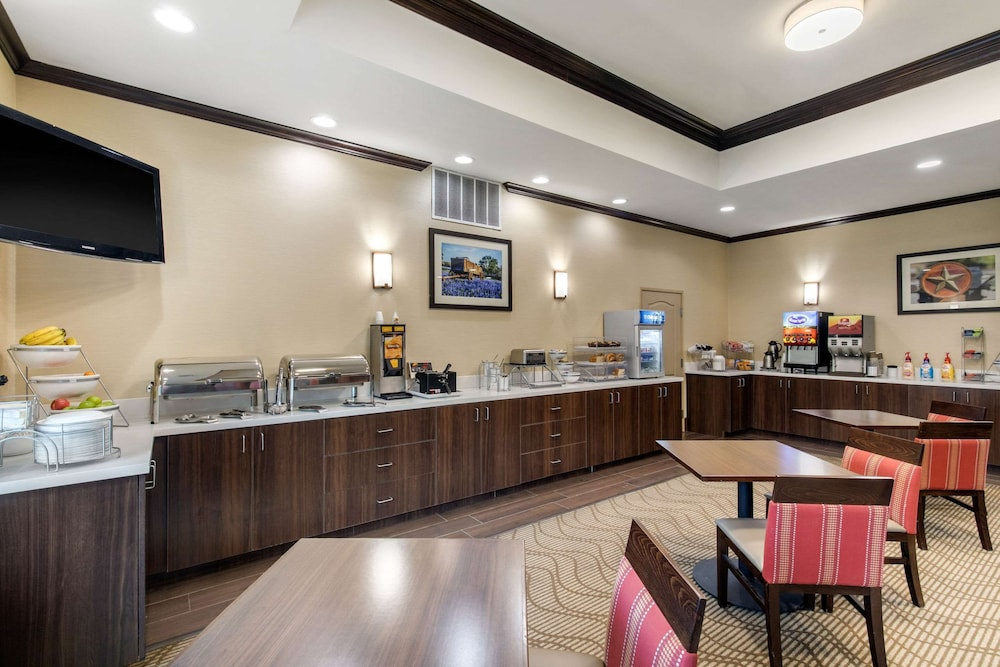 Breakfast Area, Comfort Inn & Suites Cedar Hill Duncanville