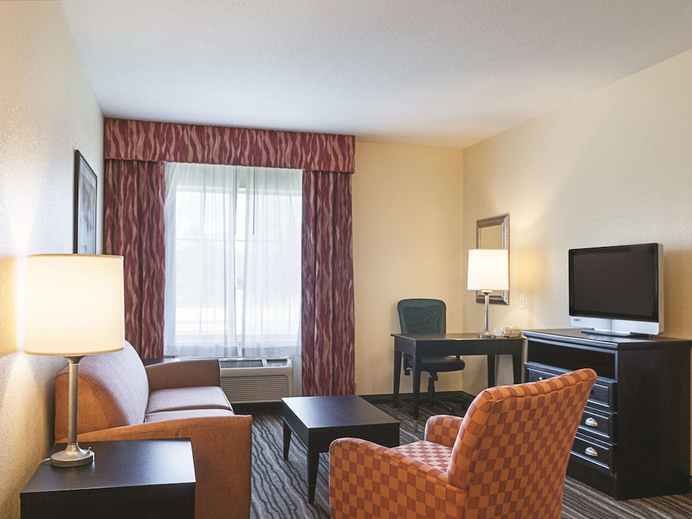 Room, La Quinta Inn & Suites by Wyndham Slidell - North Shore Area