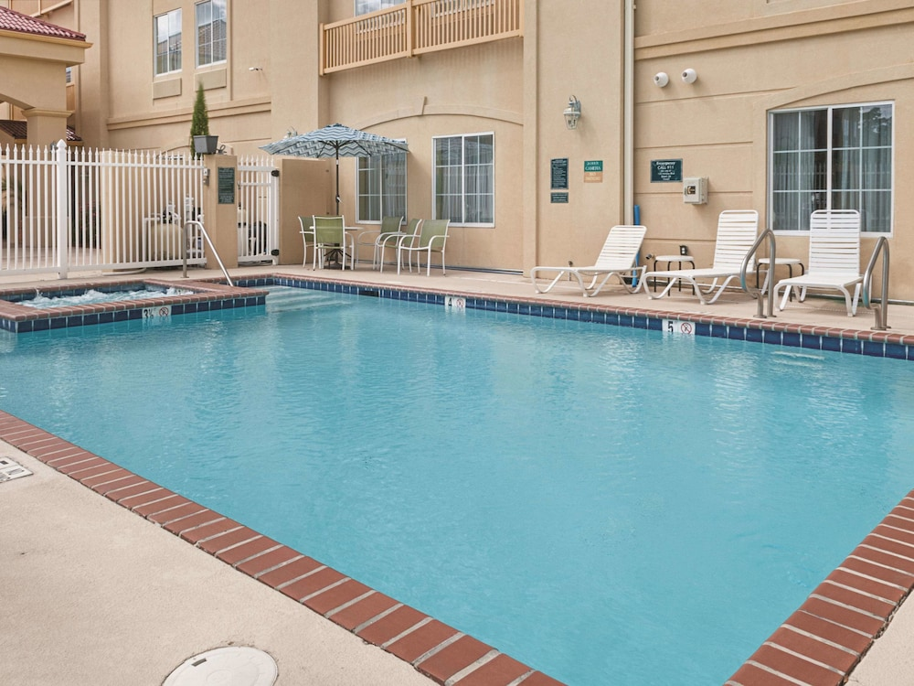 Pool, La Quinta Inn & Suites by Wyndham Slidell - North Shore Area