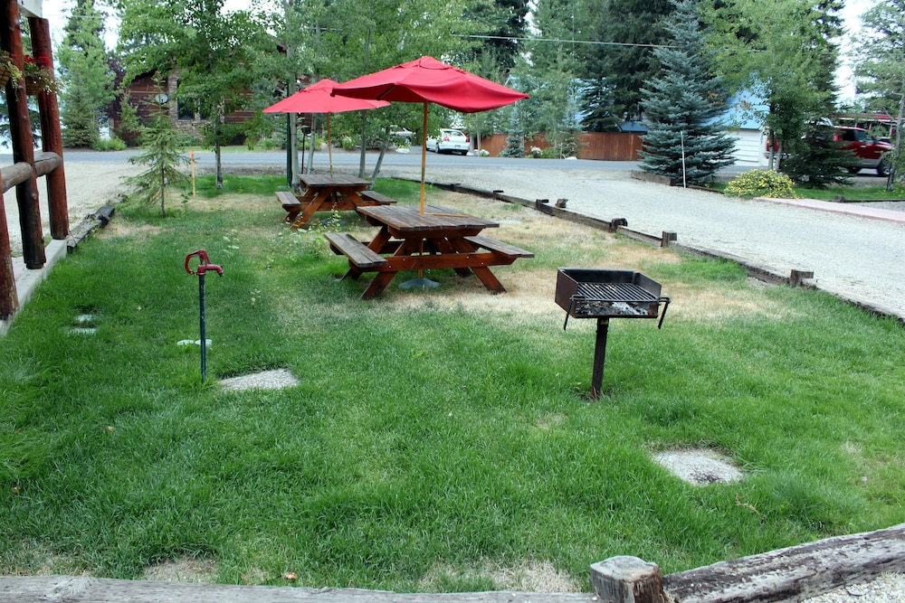 BBQ/Picnic Area, Brundage Bungalows