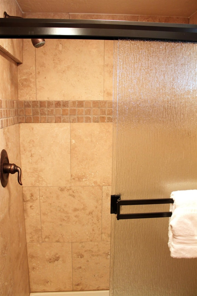Bathroom Shower, Brundage Bungalows