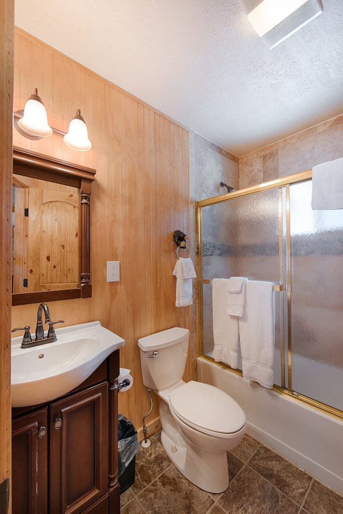 Bathroom, Brundage Bungalows