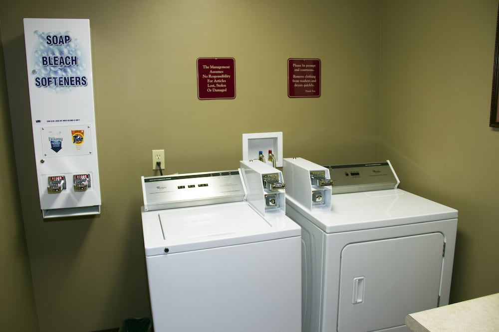 Laundry Room, Country Inn at The Mall