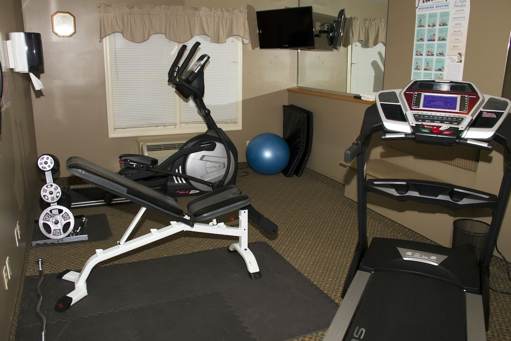 Gym, Country Inn at The Mall