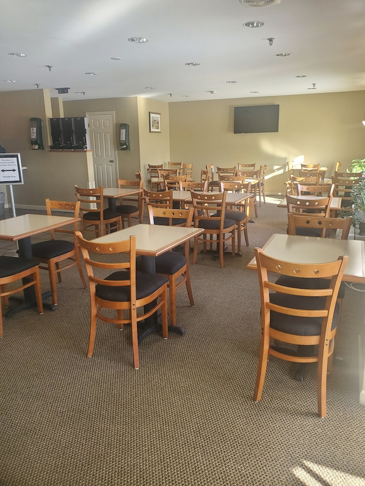 Breakfast Area, Country Inn at The Mall