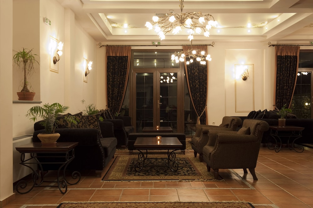 Lobby Sitting Area, Dellas Boutique Hotel