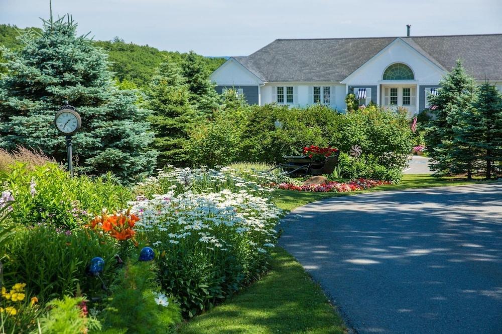 Strawberry Hill Seaside Inn Rockport Usa Aarp Travel Center