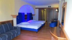 Minibar, Zimmersafe, kostenloses WLAN, Bettwäsche