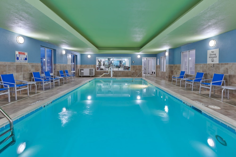 Pool, Holiday Inn Express Hotel & Suites Dayton South Franklin