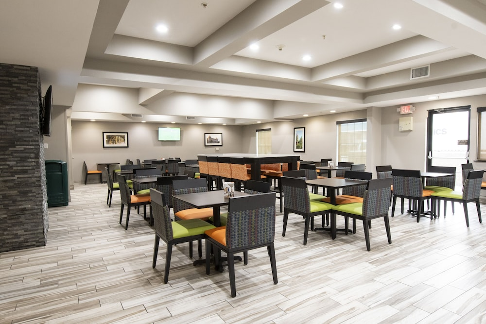 Breakfast Area, Comfort Inn and Suites Near Medical Center