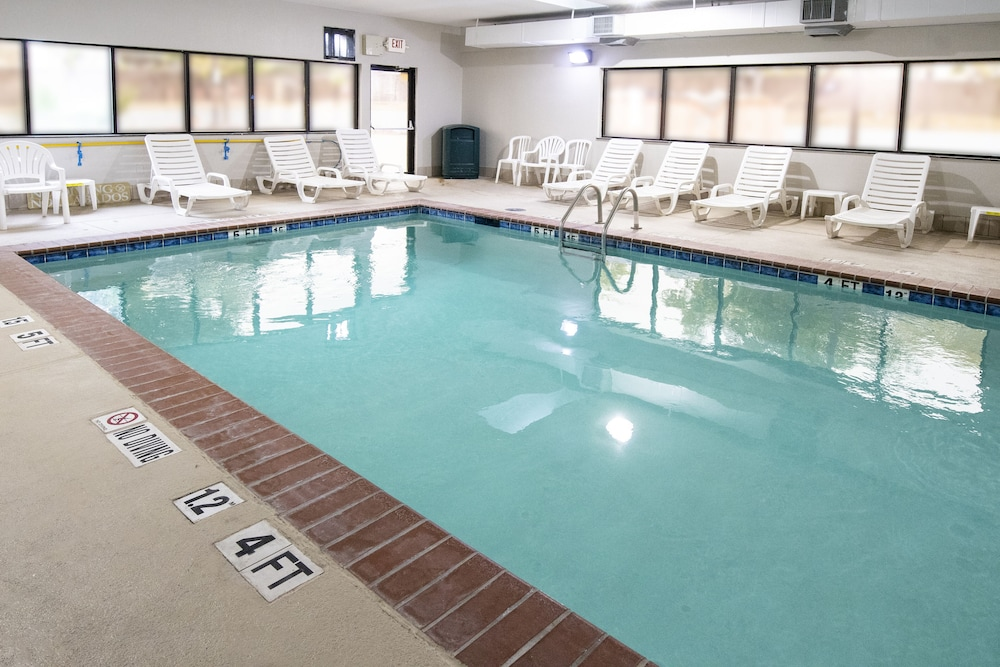Indoor Pool, Comfort Inn and Suites Near Medical Center