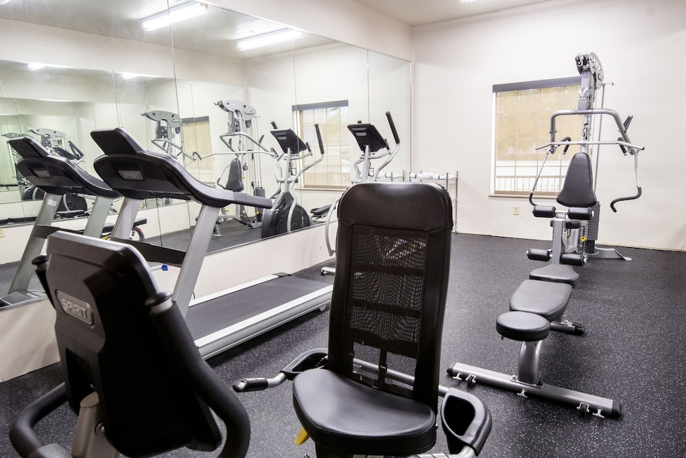 Fitness Facility, Comfort Inn and Suites Near Medical Center