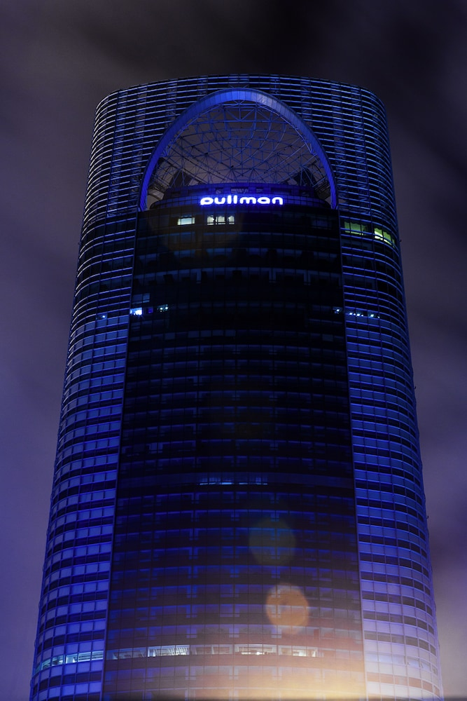 Front of Property - Evening/Night, Pullman Shanghai Skyway