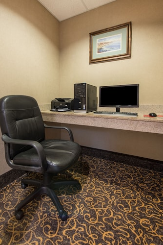Holiday Inn Express Hotel & Suites Tilton - Lakes Region