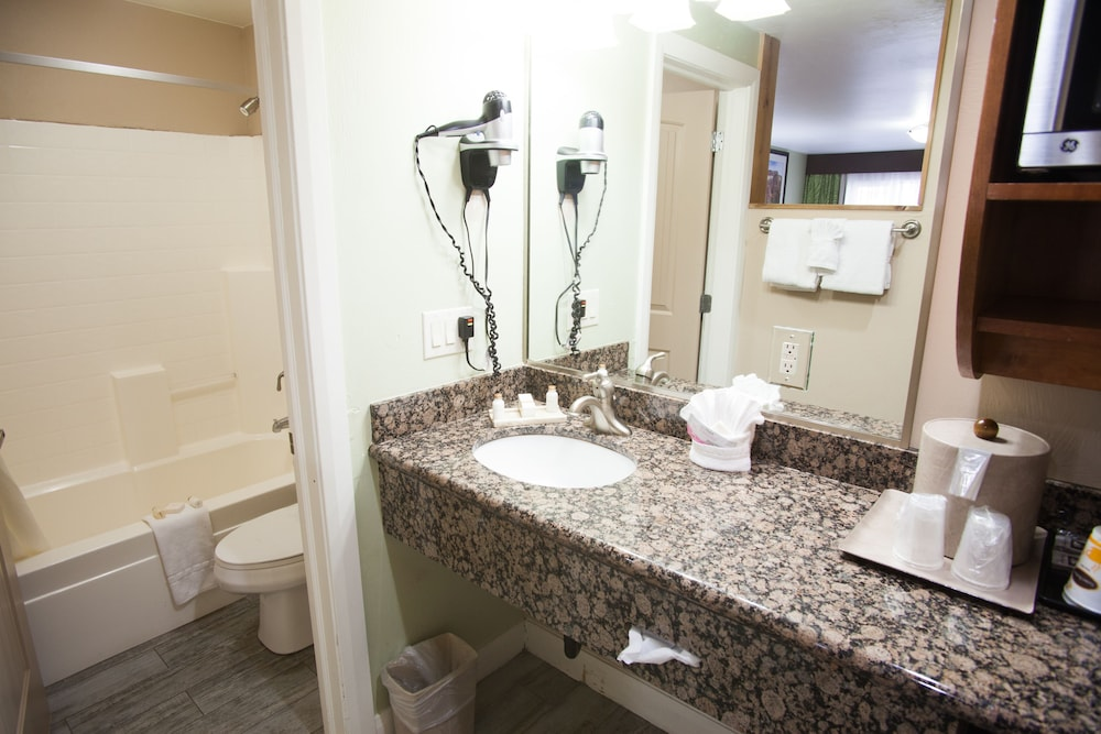 Bathroom, Pioneer Lodge