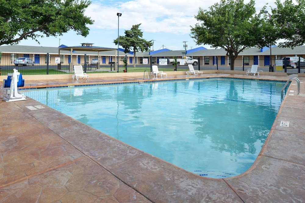 Pool, Americas Best Value Inn Lubbock E