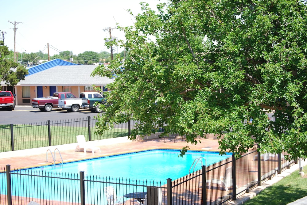 Outdoor Pool, Americas Best Value Inn Lubbock E
