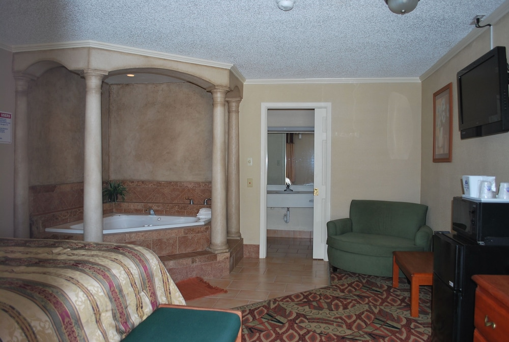 Living Area, Americas Best Value Inn Lubbock E