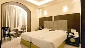 1 多间卧室、高档床上用品、迷你吧(备有免费物品)、客房内保险箱