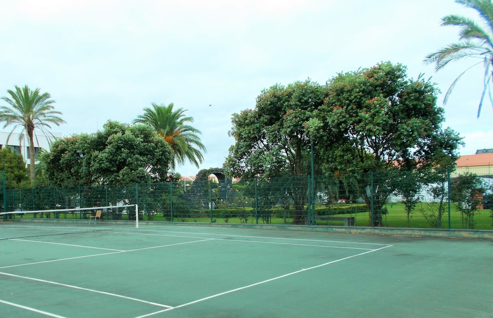 Tennis Court, Azoris Royal Garden