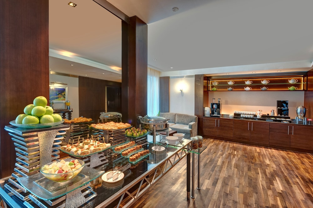 Breakfast Area, Rose Rayhaan by Rotana