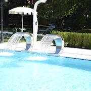 瀑布游泳池