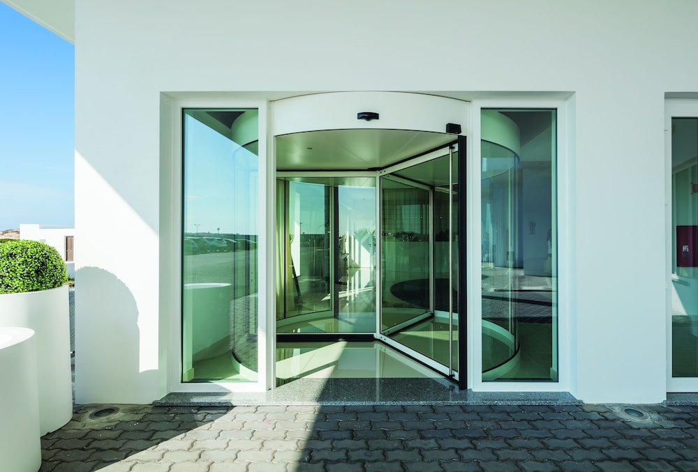 Property Entrance, MH Peniche