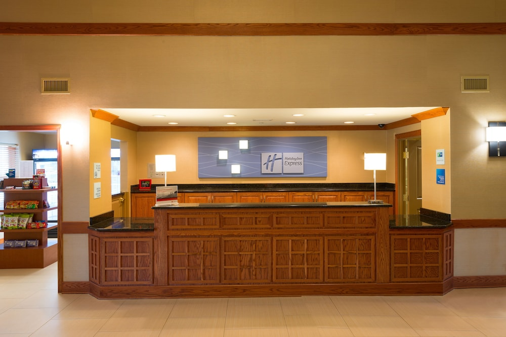 Concierge Desk, Holiday Inn Express & Suites Chicago West-Roselle