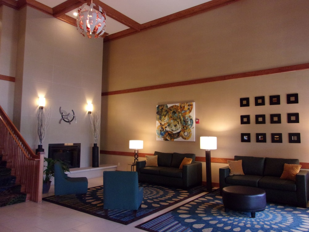 Lobby, Holiday Inn Express & Suites Chicago West-Roselle
