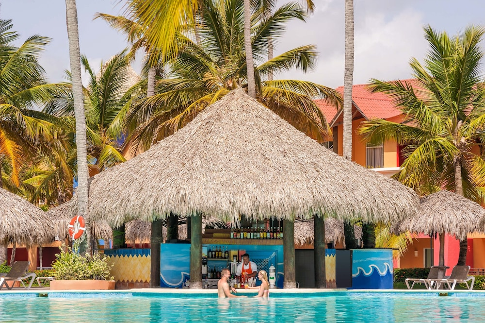 Poolside Bar, Punta Cana Princess Adults Only - All Inclusive