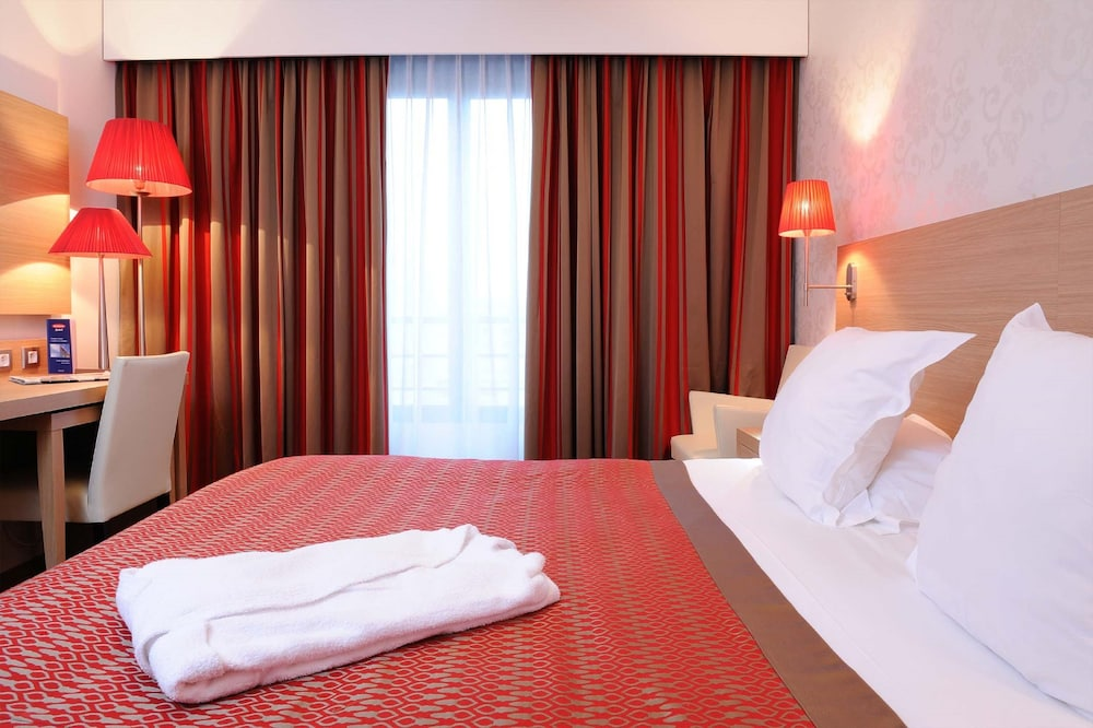 Residhome appart hotel paris evry in essonne hotel rates for Appart hotel paris 5