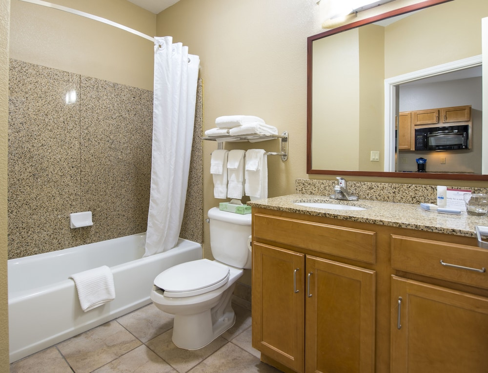 Bathroom, Candlewood Suites Houston Medical Center