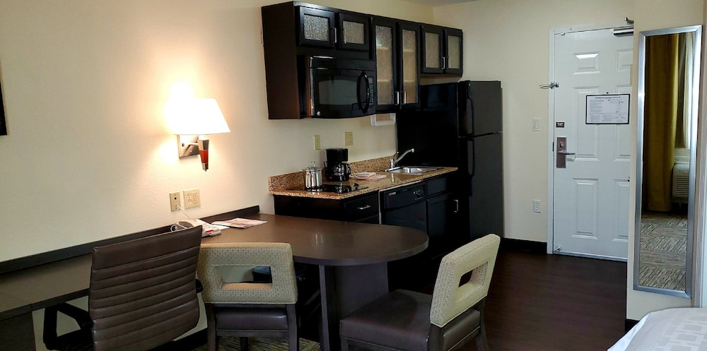 Private Kitchen, Candlewood Suites Houston Medical Center