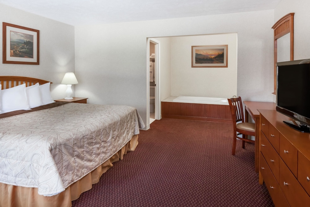 Room, Howard Johnson by Wyndham Traverse City