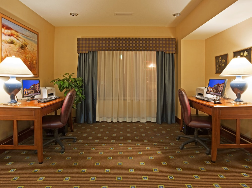 Business Center, Holiday Inn Express & Suites Winona