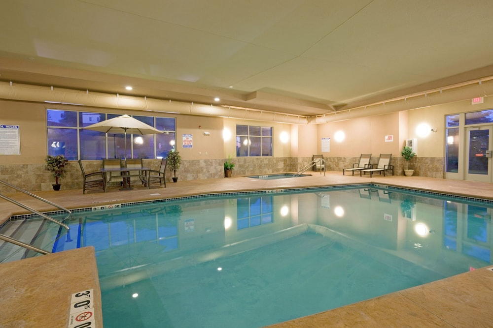 Pool, Holiday Inn Express & Suites Winona