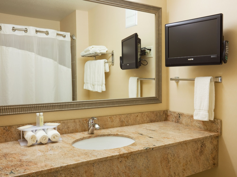 Bathroom, Holiday Inn Express & Suites Winona