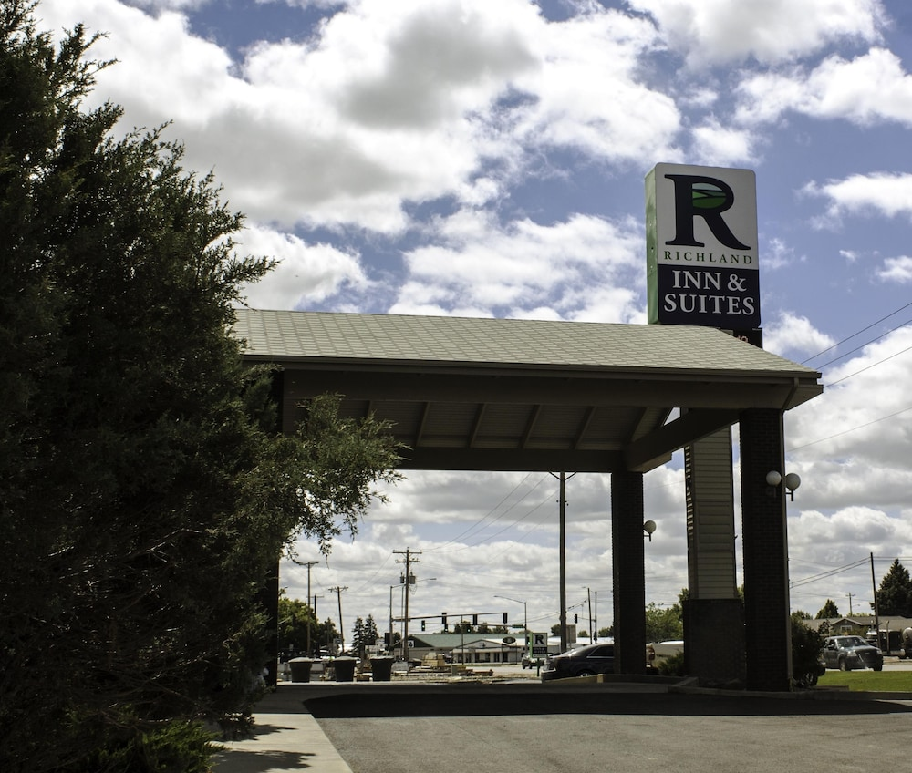 Front of Property, Richland Inn & Suites