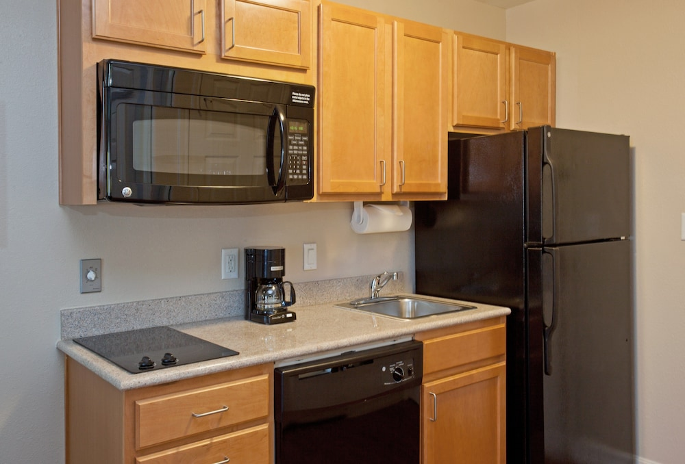 Private Kitchen, Candlewood Suites La Porte, an IHG Hotel